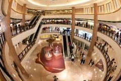 Alameda de compras: Ciudad del puerto en Hong-Kong Fotografía de archivo libre de regalías
