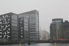 Alameda de compras de Fisketorvet, Copenhague, Dinamarca Día de invierno gris imagen de archivo libre de regalías
