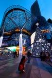 Alameda de compras de ION Orchard Singapur Imágenes de archivo libres de regalías