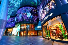 Alameda de compras de ION Orchard Singapur Foto de archivo libre de regalías