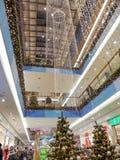 Alameda de compras de la Navidad Fotografía de archivo libre de regalías