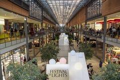 Alameda de compras de Potsdamer Platz Arkaden en Berlín Foto de archivo libre de regalías
