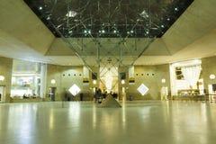 Alameda de compras del museo del Louvre Fotografía de archivo