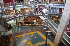 Alameda de compras dinámica Foto de archivo libre de regalías