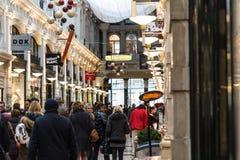 Alameda de compras en la ciudad de La Haya en los Países Bajos fotografía de archivo libre de regalías