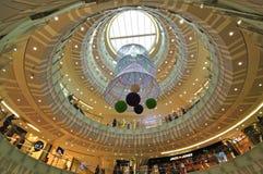 Alameda de compras en la estación de la Navidad Imágenes de archivo libres de regalías