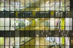 Alameda de compras en la noche Foto de archivo