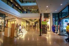 Alameda de compras de la zona verde el 4 de septiembre de 2017 en Makati, metro Manila, Imagen de archivo