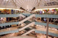 Alameda de compras moderna Imágenes de archivo libres de regalías