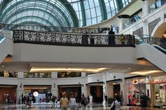 Alameda de los dowstairs de los emiratos Imagen de archivo libre de regalías