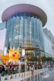 Alameda de Siam Paragon da visita dos clientes e Pokemon Festiva Fotografia de Stock Royalty Free