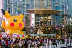 Alameda de Siam Paragon da visita dos clientes e Pokemon Festiva Foto de Stock Royalty Free