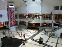 Alameda del centro de Ayala en Makati, metro Manila imágenes de archivo libres de regalías