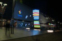 Alameda del promenada de Bucarest por noche fotografía de archivo