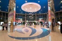 Alameda del puerto deportivo en Abu Dhabi Foto de archivo libre de regalías