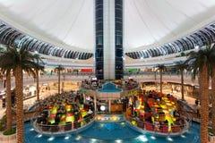 Alameda del puerto deportivo en Abu Dhabi Imágenes de archivo libres de regalías