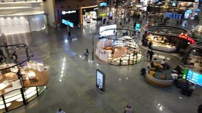 Alameda e restaurantes do aeroporto de Istambul vídeos de arquivo