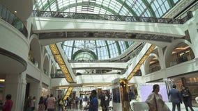Alameda interior del vídeo común enorme de la cantidad de las compras y del centro de entretenimiento de los emiratos almacen de metraje de vídeo