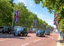 A alameda, rua na frente do Buckingham Palace em Londres Imagens de Stock Royalty Free