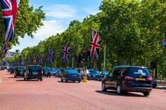 A alameda, rua na frente do Buckingham Palace em Londres Fotografia de Stock