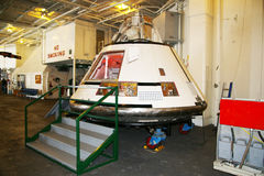 ALAMEDA USA - MARS 23, 2010: Apollo 11 enhet, hangarfartygbålgeting i Alameda, USA på mars 23, 2010 Arkivfoton