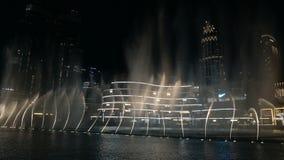 Alameda y fuente de Dubai metrajes
