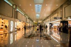 Alamedas de compras con franquicia del terminal de aeropuerto internacional de Taoyuan fotografía de archivo libre de regalías