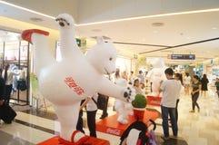 Alamedas de compras de Shenzhen, exposición de la estatua de Big Bear Foto de archivo