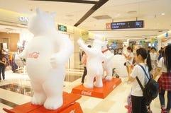 Alamedas de compras de Shenzhen, exposición de la estatua de Big Bear Imagenes de archivo
