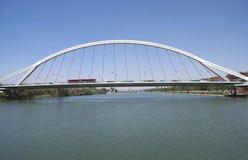 Alamillo bro Puente del Almillo Överbrygga i Seville, Spanien arkivbilder