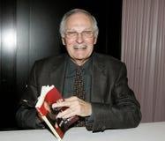 Alan Alda на подписании книги стоковые фотографии rf