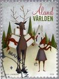 ALAND - 2016: toont meisje en herten, Kerstmis Royalty-vrije Stock Afbeelding