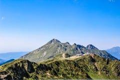 alania Caucasus osetii północnej góry federacji rosyjskiej Rosja, Sochi, Krasnaya Polyana, Rosa Khutor Szczyt 2320m Obrazy Stock