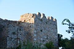 alanya城堡世纪海岸堡垒片段找出地中海山海运顶层火鸡xiii 塔,海岸 免版税库存照片