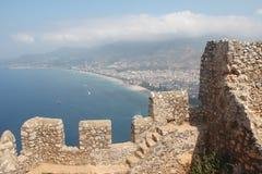 alanya城堡世纪海岸堡垒片段找出地中海山海运顶层火鸡xiii 免版税库存照片