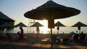 Alanya, Τουρκία - 16 Οκτωβρίου 2016: Παραλία θάλασσας στο ηλιοβασίλεμα απόθεμα βίντεο