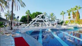 Alanya, die Türkei - 14. Oktober 2016: Hotel sealife Morgen, sauberes Pool stock video