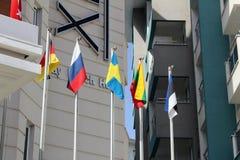 Alanya, Turquie, juillet 2017 : drapeaux des pays européens sur des mâts de drapeau Photos stock