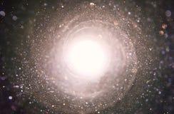Alargamento abstrato da lente imagem do conceito do fundo do curso do espaço ou do tempo sobre cores escuras e luzes brilhantes foto de stock
