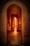 Alargamento velho da porta e do sol Imagem de Stock