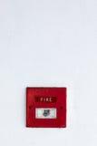 Alarma de incendio en la pared del cemento Imagenes de archivo