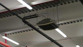 Alarma de incendio industrial y del edificio y sistema de rociadores del agua almacen de metraje de vídeo