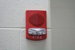 Alarma de incendio roja con el estroboscópico imagenes de archivo