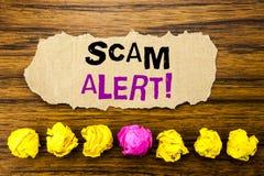 Alarma de Scam del texto de la escritura Concepto para la advertencia del fraude escrita en el recordatorio pegajoso del papel de Foto de archivo libre de regalías