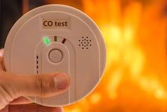 Alarma del monóxido de carbono en el aire para los cuartos calentados por las estufas y las chimeneas fotografía de archivo