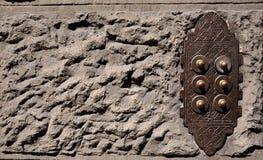 Alarmas de puerta viejas en Florencia, Italia foto de archivo libre de regalías