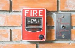 Alarme d'incendie avec le mur orange Images libres de droits