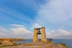 Alarmieren Sie alte Glocke auf der Bank des Schwarzen Meers Lizenzfreies Stockbild