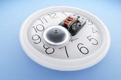 Alarmklok op Muurklok stock afbeelding