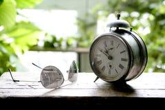 alarmowy dzwonu zegaru stary okno Obrazy Stock